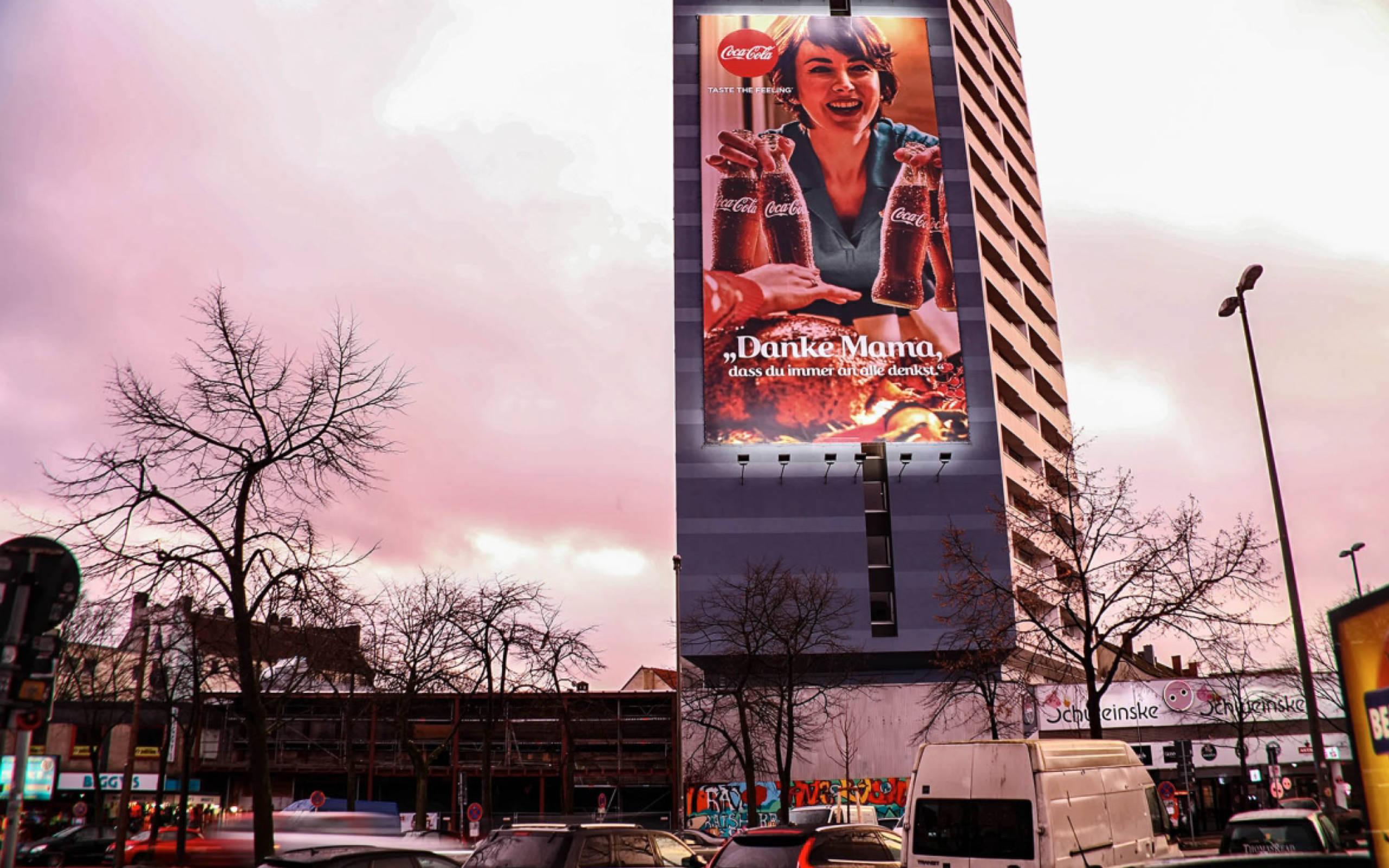 Coca-Cola Riesenposter in der Hamburger Reeperbahn