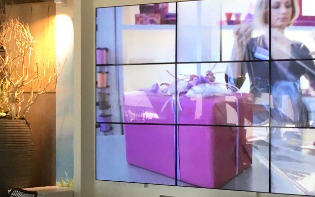 Eine Displaywall von Kleinhempel Digital Signage bei Porta in Berlin