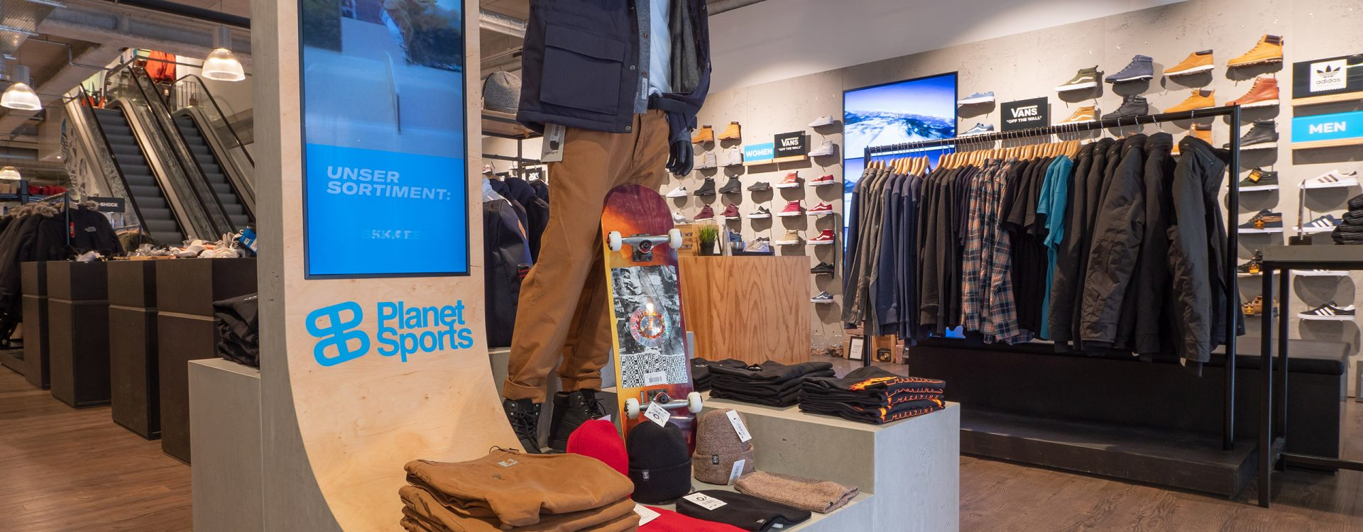 Kleinhempel Digital Signage Displays im Planet Sports-Store