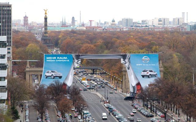 Megaposter für Nissan in Berlin, Kleinhempel Large Format Printing