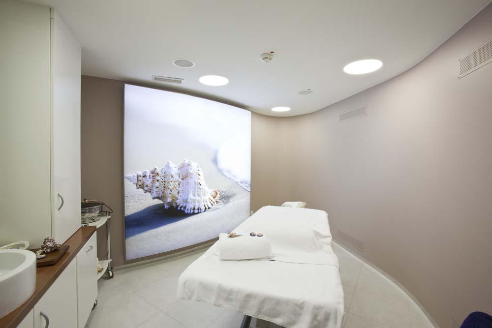 Kabine im Nivea-Haus, LED-Leuchtkästen von Kleinhempel Large Format Printing