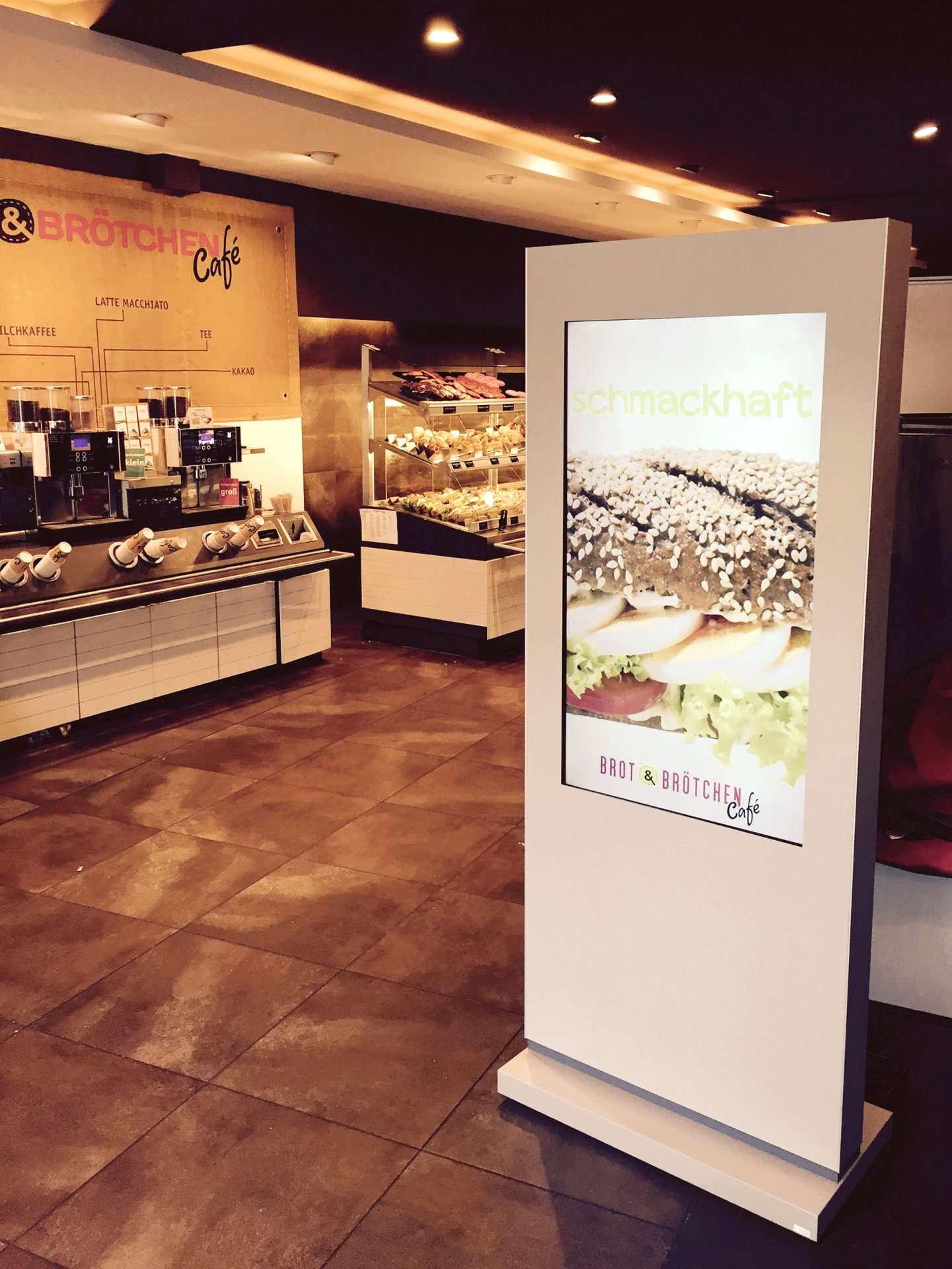 Kleinhempel Digital Signage Brot&Brötchen Display-Stele am Point of Sale