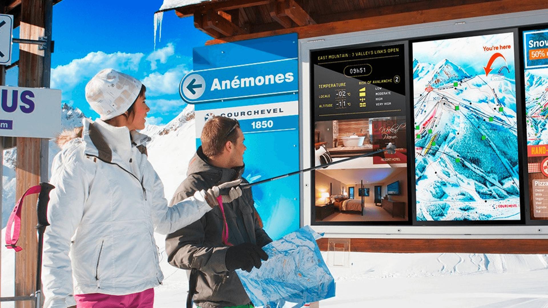 Symbolbild einer Skipistenkarte auf einem professionellen Outdoor-Display