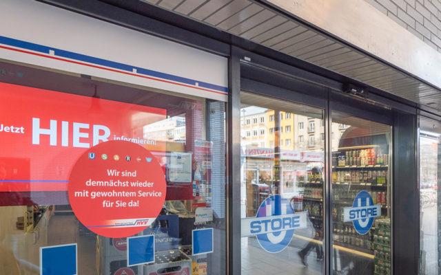 Instore-TV: Kleinhempel Digital Signage im Schaufenster einer HVV-Servicestelle
