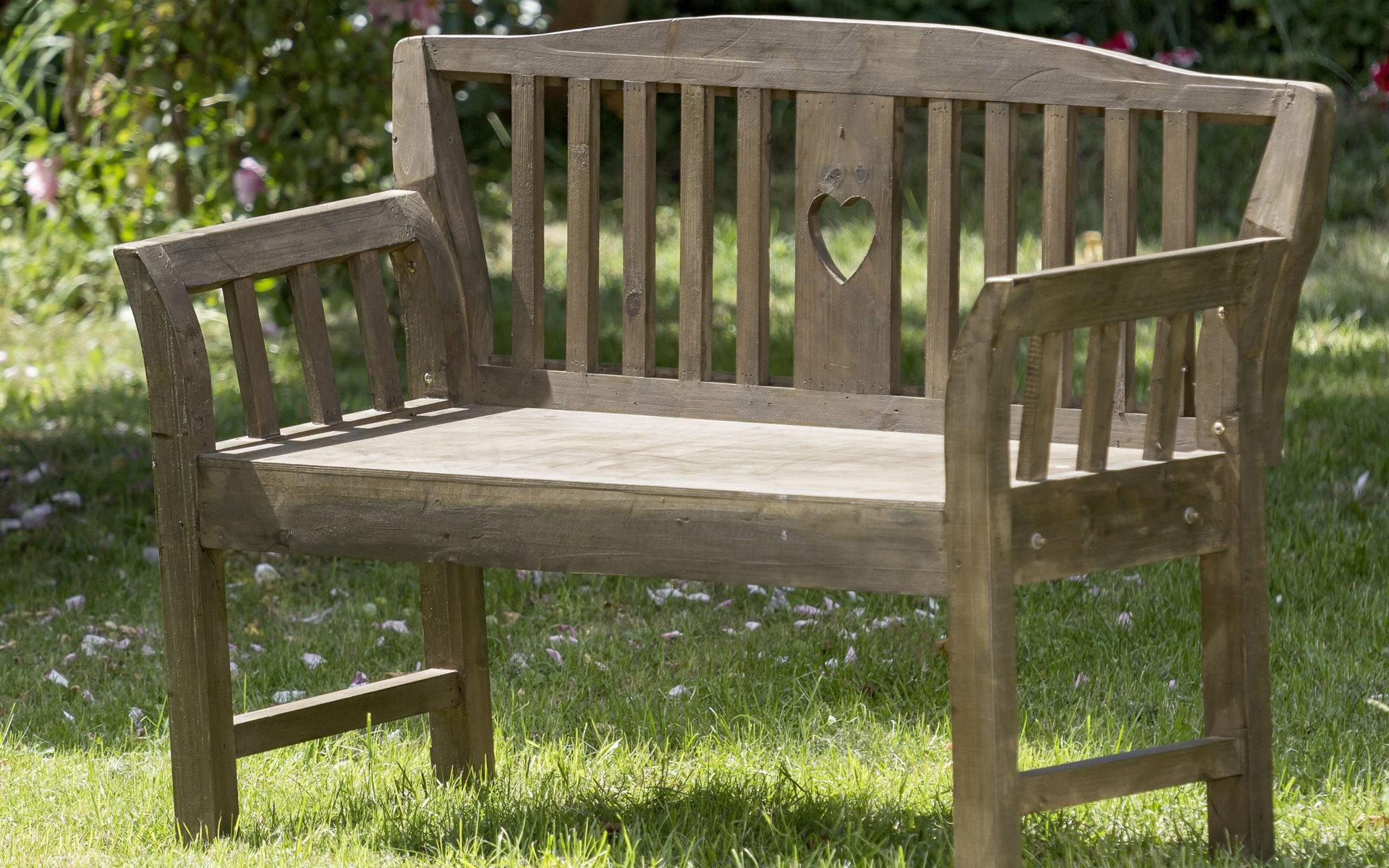 Kleinhempel Media Services Outdoor-Produktfoto einer Sitzbank im Garten