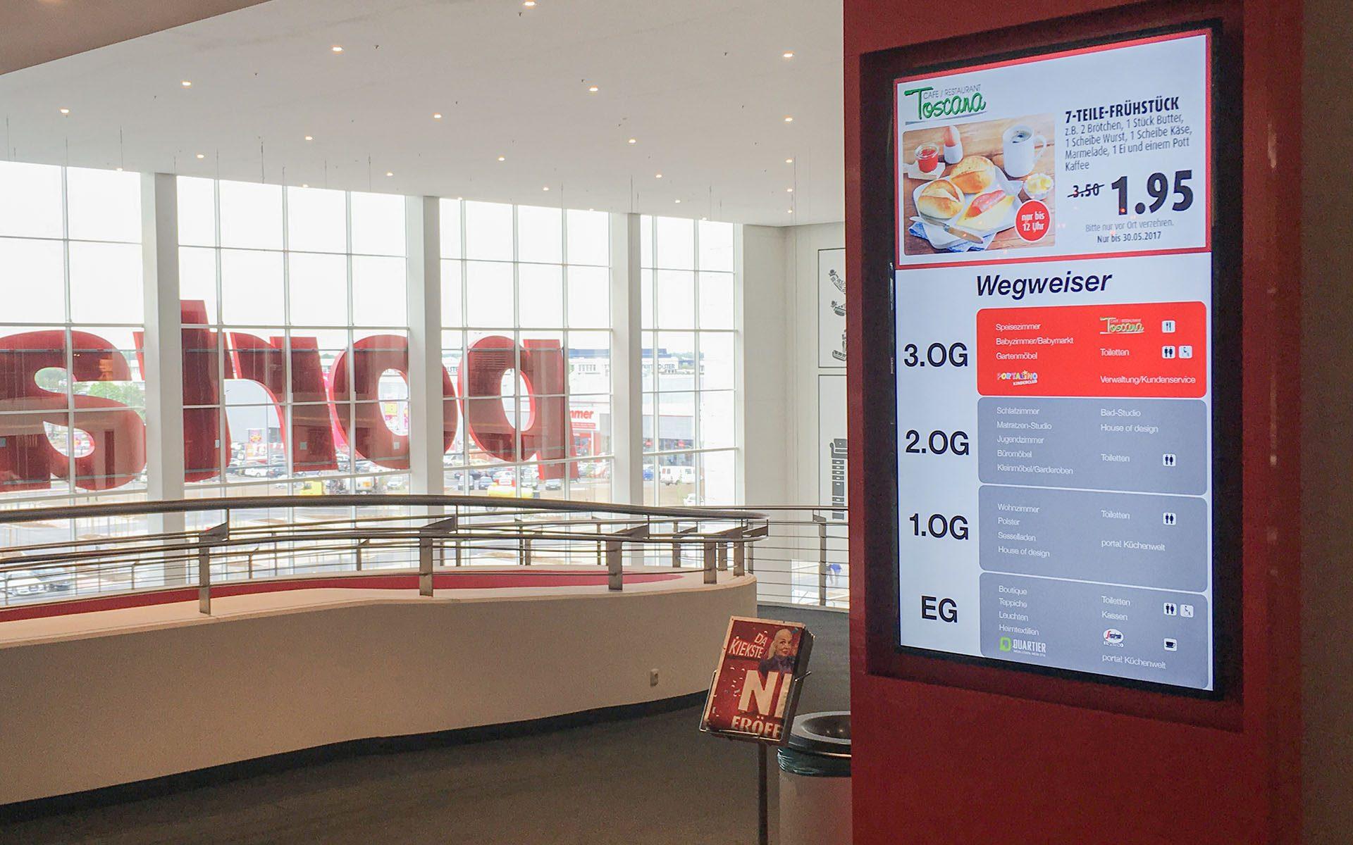Touch-Stele mit interaktivem Etagenplan im Möbelhaus Porta