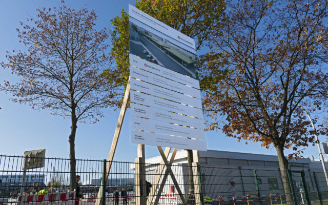 Bauschild mit Holzunterkonstruktion, Direktdruck auf Dibond