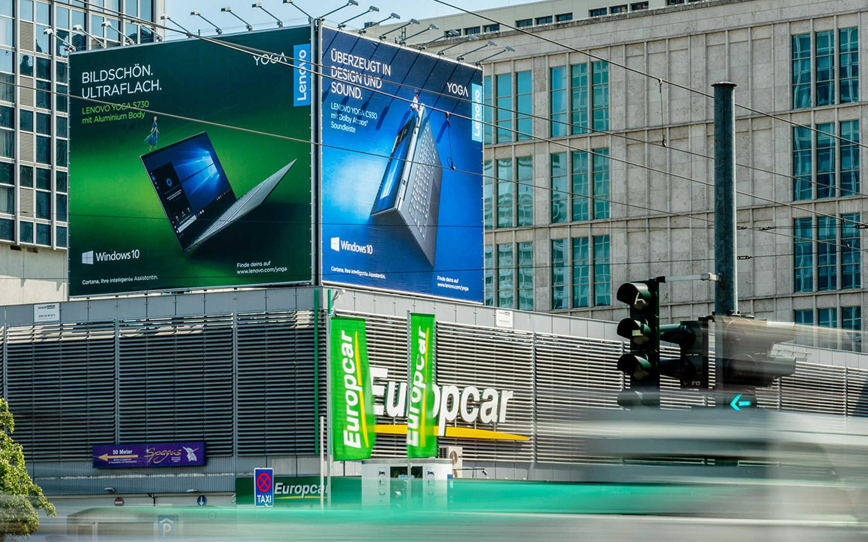 Large Format Printing: Riesenposter für Lenovo in Berlin am Alexanderplatz