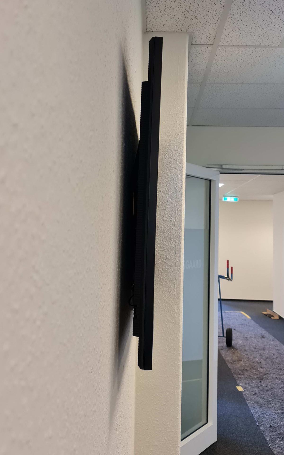 Digital Signage am Büroeingang, innen